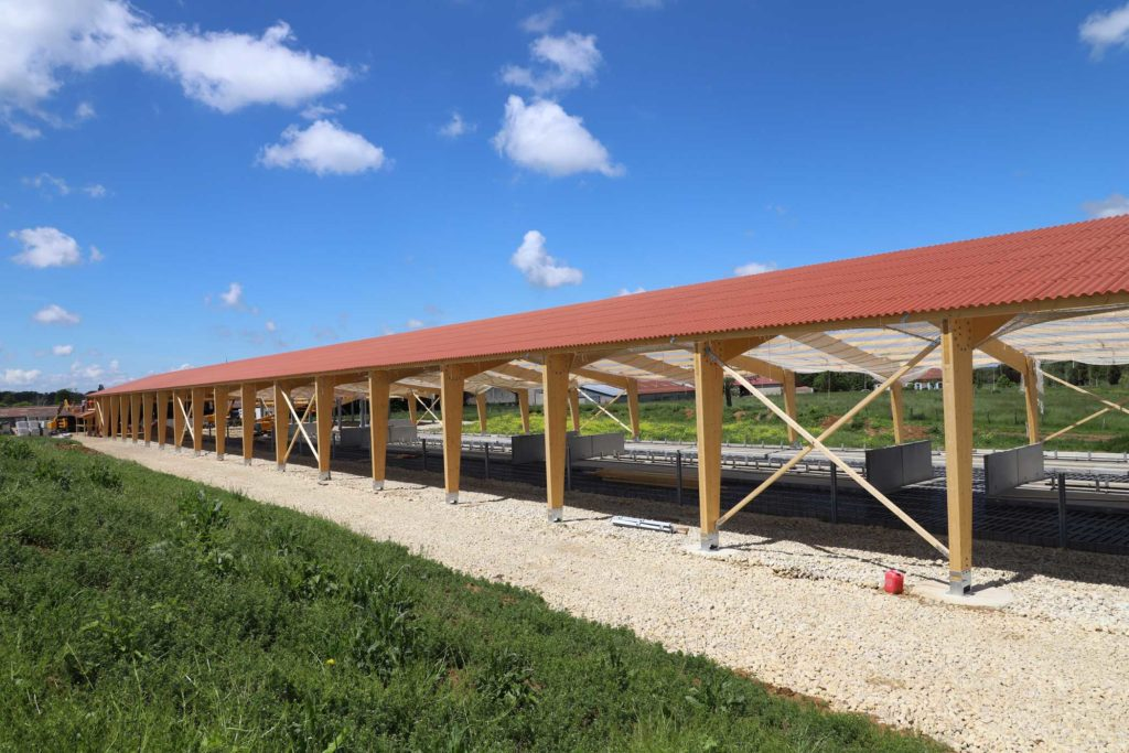 Bâtiment bois lamellé collé avec fondations simplifiées